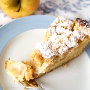 Apfelkuchen mit Pudding und Streuseln