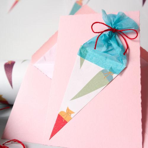 Glückwunschkarte zur Einschulung mit einer Zuckertüte