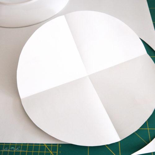 2x falten und in 4 Teile schneiden.