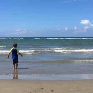 Am Strand von Follonica in Italien. Unterwegs mit SchönHerum.