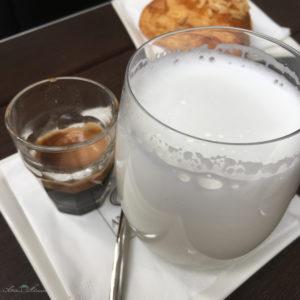 Ein perfekter Latte Macchiato. Unterwegs mit SchönHerum.
