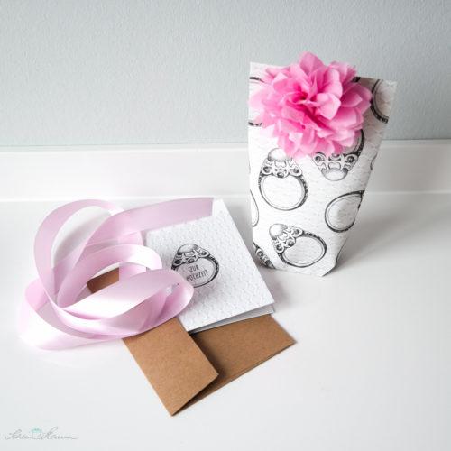 Glückwunschkarte zur Hochzeit, passend zum Geschenkpapier. Geldgeschenk