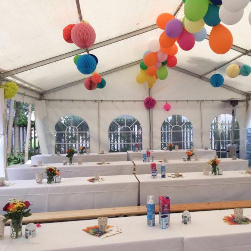 Partyzelt mit 99 Luftballons, Wabenbällen, Pompons