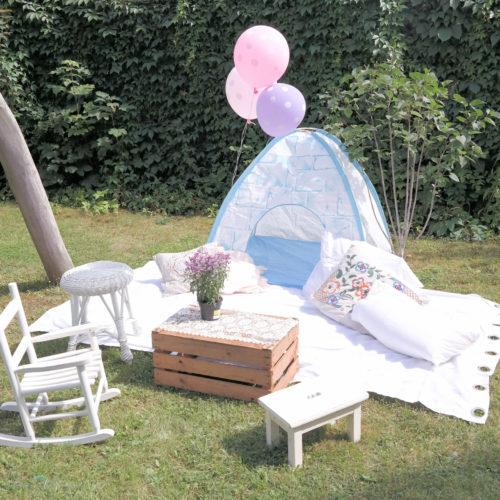 Babyiglu + Vorhang + Kissen+ Kiste & Hocker vom Flohmarkt = Chillecke