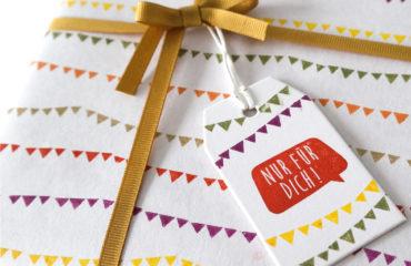 Geschenkpapier mit Wimpelketten