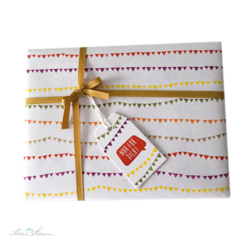 geschenkverpackung-wimpelketten-bestempelt-selber-gemacht