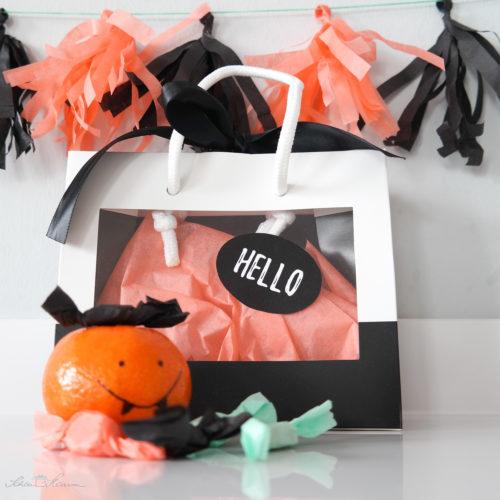 Geschenkverpackung und Dekoration zu Halloween