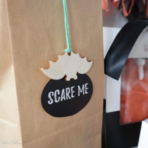 Halloween Geschenkverpackung mit Fledermaus Anhänger