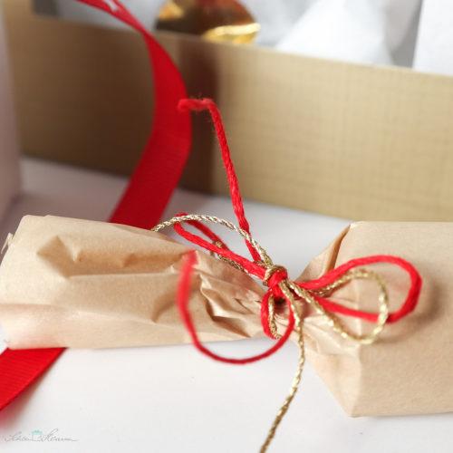 Geschenkverpackung, Garn und Zwirn, rot, gold