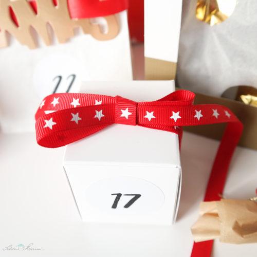 Adventskalender, rot, gold, weiss, Geschenkschachtel mit Ripsband, Sterne