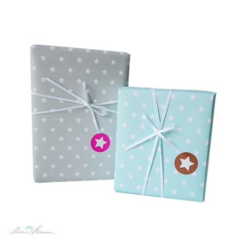 Geschenkpapier grau und mintgrün mit weißen Sternen