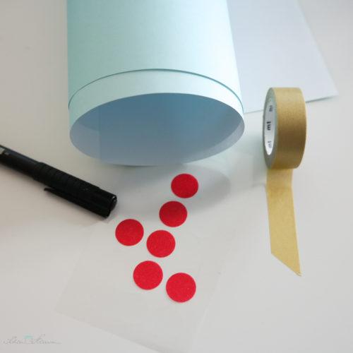 Geschenkpapier, Maskingtape, Washi Dots, Fineliner
