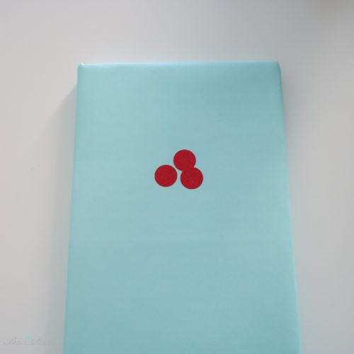 Geschenkverpackung einfarbig mintgrün und Washi Dots