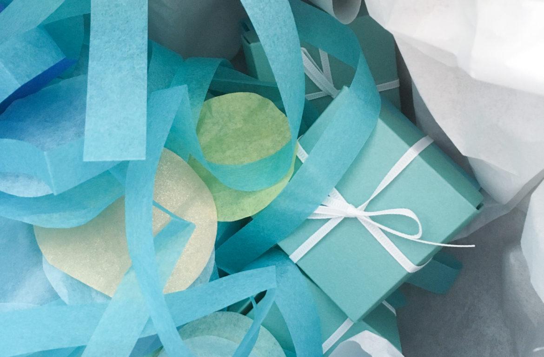 XXL Konfetti aus Seidenpapier und Geschenkschachtel in blau, türkis