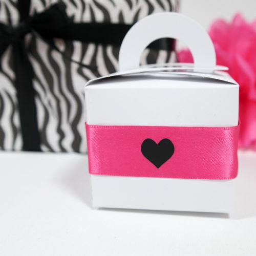 Geschenkverpackung, Geschenkschachtel mit Henkel, schwarz-weiß-pink
